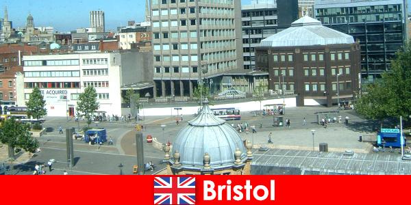 Осмотр достопримечательностей в городе Бристоль в Англии для путешествующих отдыхающих