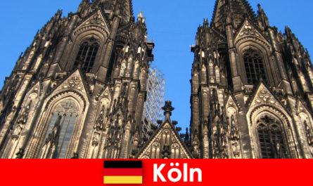 Немецкие семейные отдыхающие с детьми любят ездить в город Кельн
