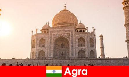 Впечатляющие дворцовые комплексы в Агре Индия - это путеводитель для отдыхающих