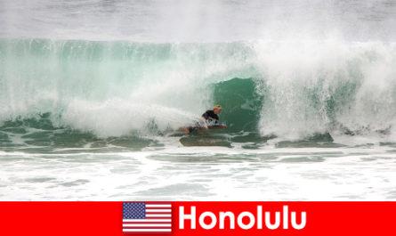 Островной рай Гонолулу предлагает идеальные волны для хобби и профессиональных серферов