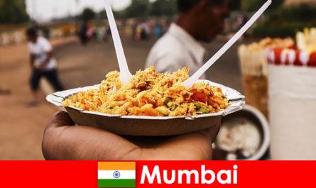 Мумбаи - место, известное туристам своими уличными торговцами и едой