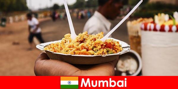 Мумбаи — место, известное туристам своими уличными торговцами и едой