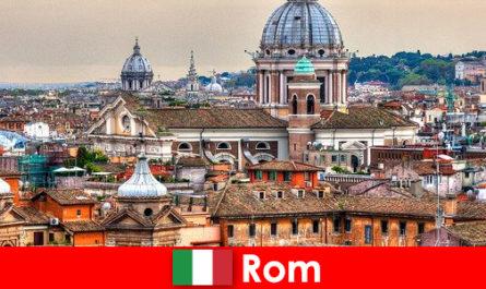 Рим Космополитичный мегаполис с множеством церквей и часовен - отправная точка для незнакомцев