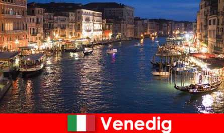 Венеция город с гондолами и его многочисленными художественными сокровищами