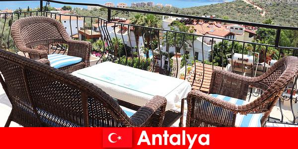 Гостеприимство в Турции вновь подтверждают туристы в Анталии