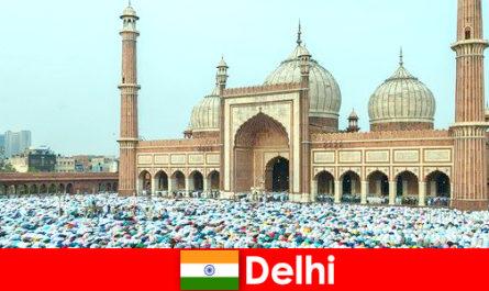 Дели - мегаполис на севере Индии со всемирно известными мусульманскими зданиями.