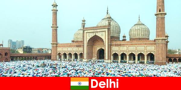 Дели — мегаполис на севере Индии со всемирно известными мусульманскими зданиями