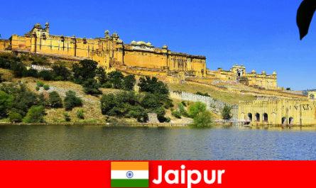 Незнакомцы в Джайпуре любят могучие храмы