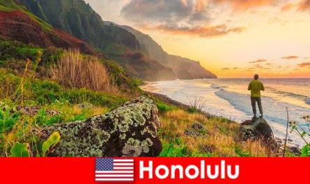 Гонолулу известен пляжами, океаном, закатами для оздоровительного и расслабляющего отдыха.