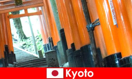 Киото, рыбацкая деревня в Японии, предлагает различные достопримечательности ЮНЕСКО.
