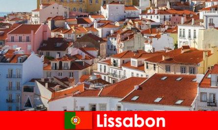 Лиссабон - популярный прибрежный город с пляжным солнцем и вкусной едой.