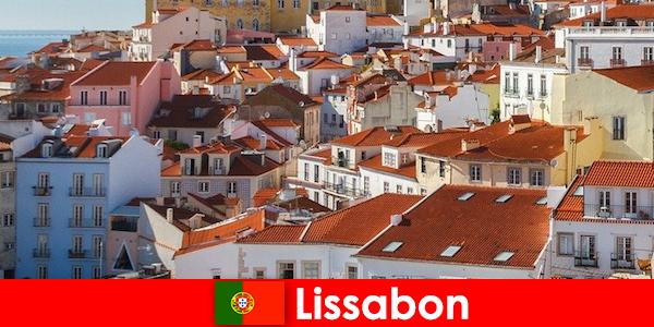 Лиссабон — популярный прибрежный город с пляжным солнцем и вкусной едой.