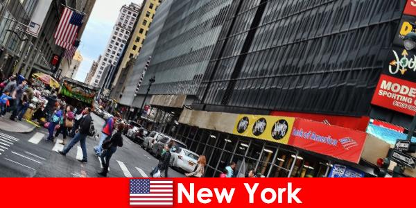 Скульптуры для пешеходов — одна из новых достопримечательностей Нью-Йорка