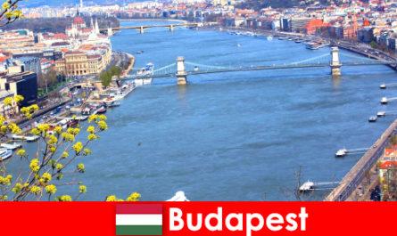 Будапешт в Венгрии - популярный туристический совет для купания и оздоровительного отдыха.