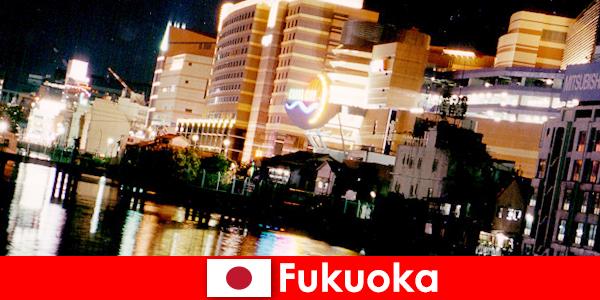 Многочисленные дискотеки, ночные клубы и рестораны Фукуоки - излюбленное место встреч отдыхающих.