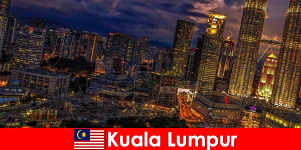 Куала-Лумпур всегда стоит посетить путешественникам в Юго-Восточную Азию.