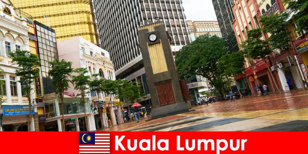 Куала-Лумпур — культурный и экономический центр крупнейшего мегаполиса Малайзии.