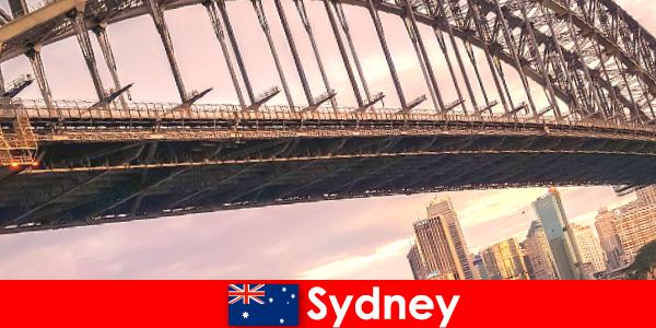 Сидней с его мостами - очень популярное направление для путешественников из Австралии.