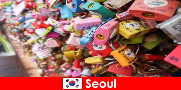Путешествие для незнакомцев по модным улицам Сеула в Корее.