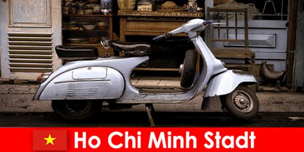 Хошимин Вьетнам предлагает отдыхающим туры на мопедах по оживленным улицам.