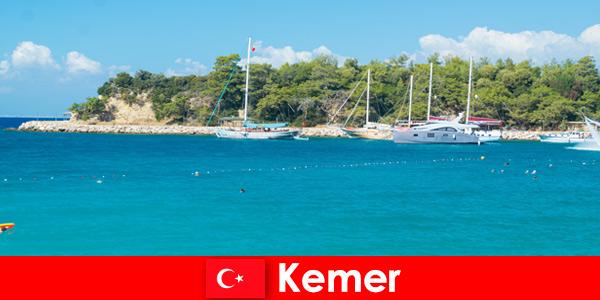 Морская прогулка и горячие вечеринки для юных отдыхающих в Кемере, Турция