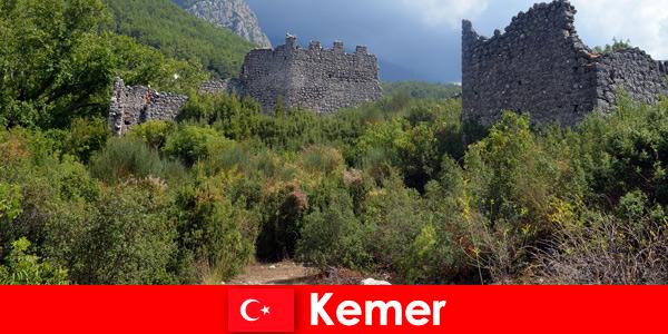 Ознакомительная поездка к древним руинам в Кемере, Турция для исследователей.