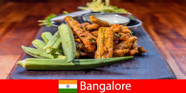 Бангалор в Индии предлагает путешественникам деликатесы местной кухни и возможность совершить покупки.