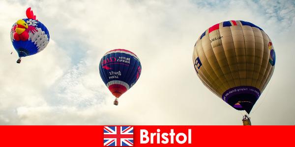Праздник для отважных туристов для полетов на воздушном шаре над Бристолем, Англия