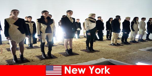Культурный тур для незнакомцев в знаменитом театральном районе Нью-Йорка США