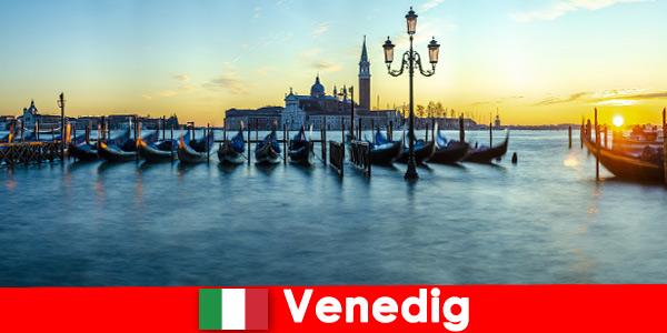 Мечтательный медовый месяц для пар в плавучем городе Венеция Италия