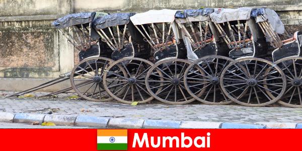 Мумбаи в Индии предлагает поездки на рикше по многолюдным улицам для энтузиастов путешествий.