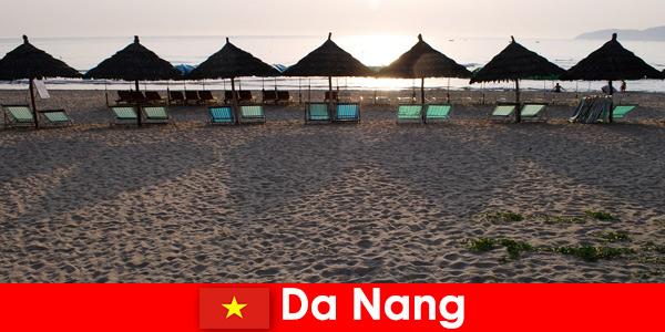 Роскошные курорты на прекрасных песчаных пляжах для отдыхающих в Дананге, Вьетнам