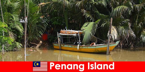 Путешествие на дальние расстояния для туристов по джунглям острова Пенанг в Малайзии